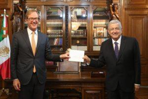 Recibe AMLO cartas credenciales de 17 embajadoras y embajadores