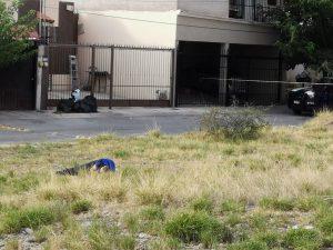 Tiran cuerpo con impactos de bala en Jardines Universidad