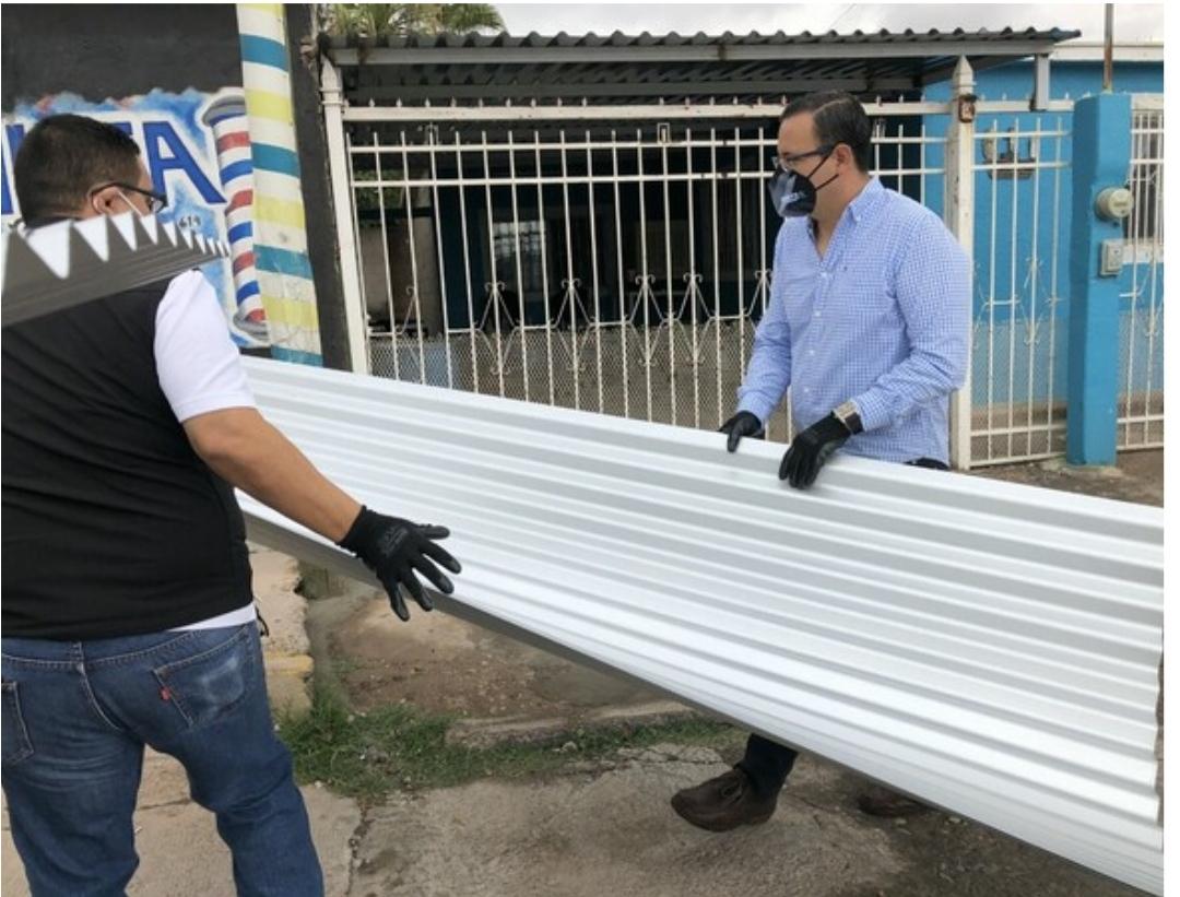 Entrega Bonilla apoyos a 200 familias por temporada de lluvias