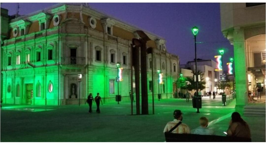 Ilumina Municipio Plaza de Armas para conmemorar el Día de Parálisis Cerebral