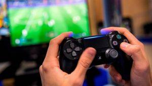 Hombre de 30 años denuncia a su mamá por correrlo de la casa y no dejarlo jugar videojuegos