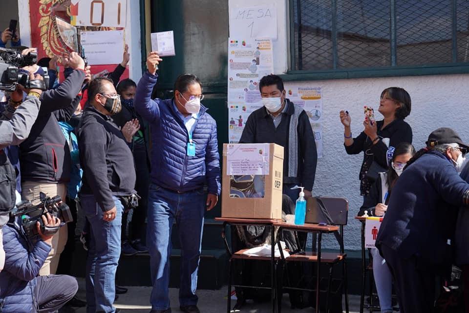 Da victoria del 52.4% el conteo rápido a Luis Arce en elecciones en Bolivia