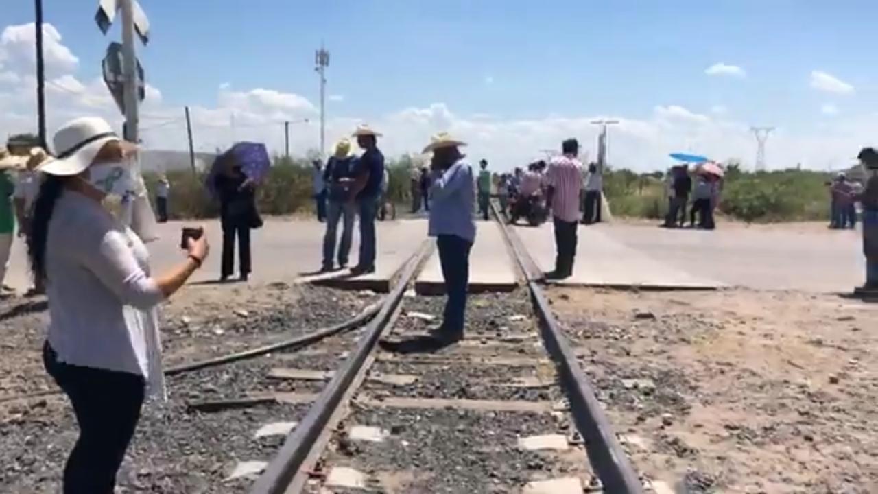 """Curioso que Corral pida salida de Guardia Nacional, pero desalojo de estación Consuelo, """"nosotros no vamos a reprimir"""": AMLO"""