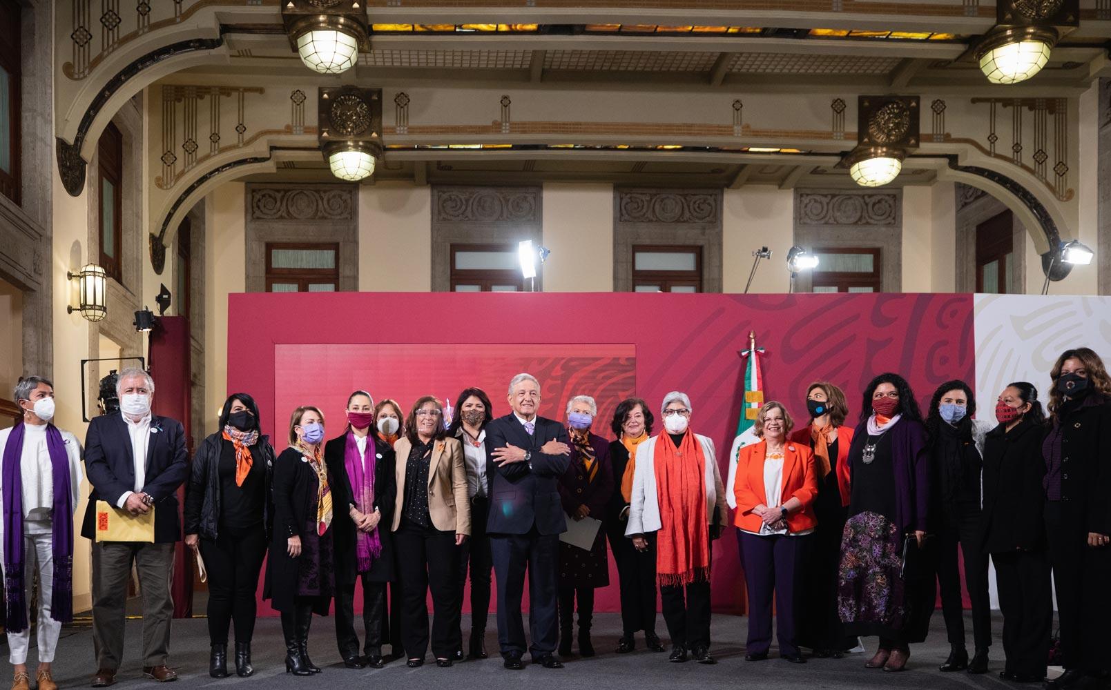 """""""Gobierno de la Cuarta Transformación seguirá luchando contra la violencia hacia las mujeres"""": AMLO"""