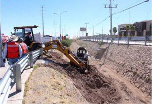 Limpia y desazolva Gobierno Municipal área canalizada del arroyo Los Arcos