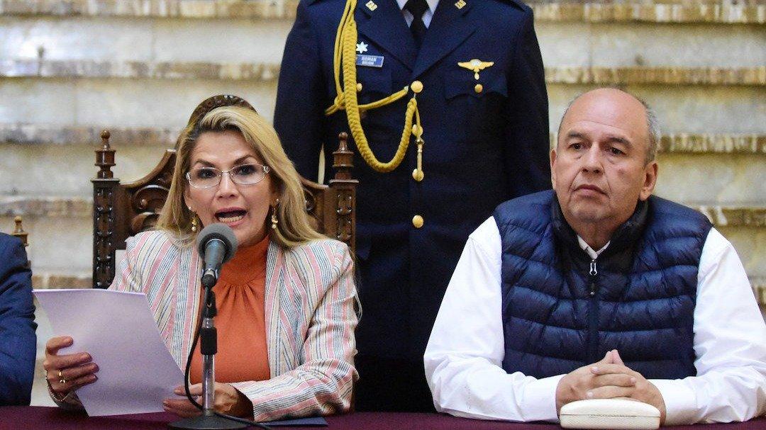 Se fugan ex ministros de gobierno de facto en Bolivia