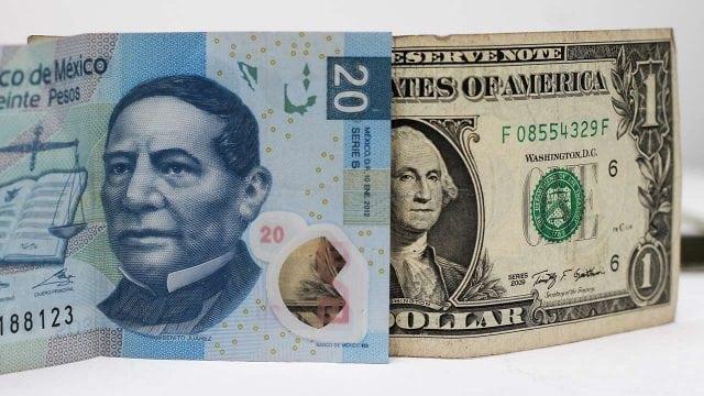 Se fortalece el peso frente al dólar, se vende debajo de los 20 pesos