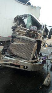 Aparatoso choque entre tráileres en la carretera Juárez
