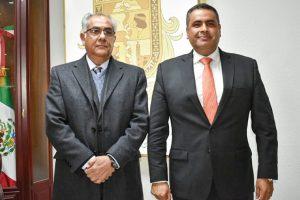 Solicita licencia como alcalde Alfredo Lozoya, rinde protesta Cayetano Girón