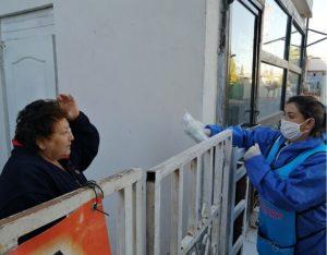 Continúa Gobierno Municipal entregando paquetes de sanitización y despensas en colonias de la ciudad