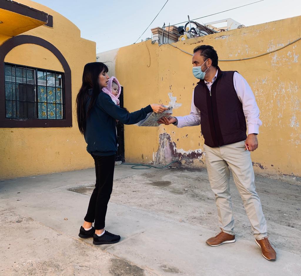 Entrega  Juan Carlos Loera útiles escolares a niños y adolescentes de Ascensión y Ciudad Juárez