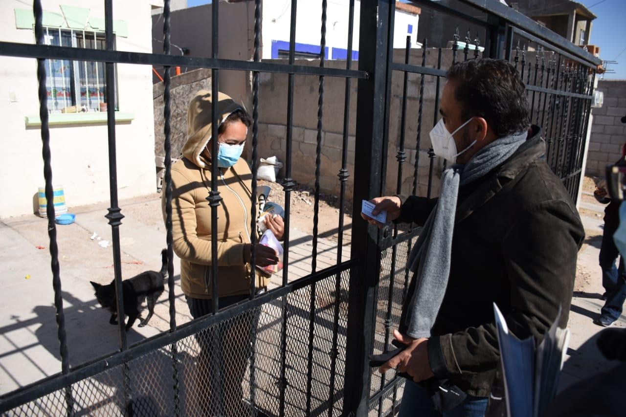 Consulta Juan Carlos Loera casa por casa a militantes y simpatizantes en la ciudad de Chihuahua