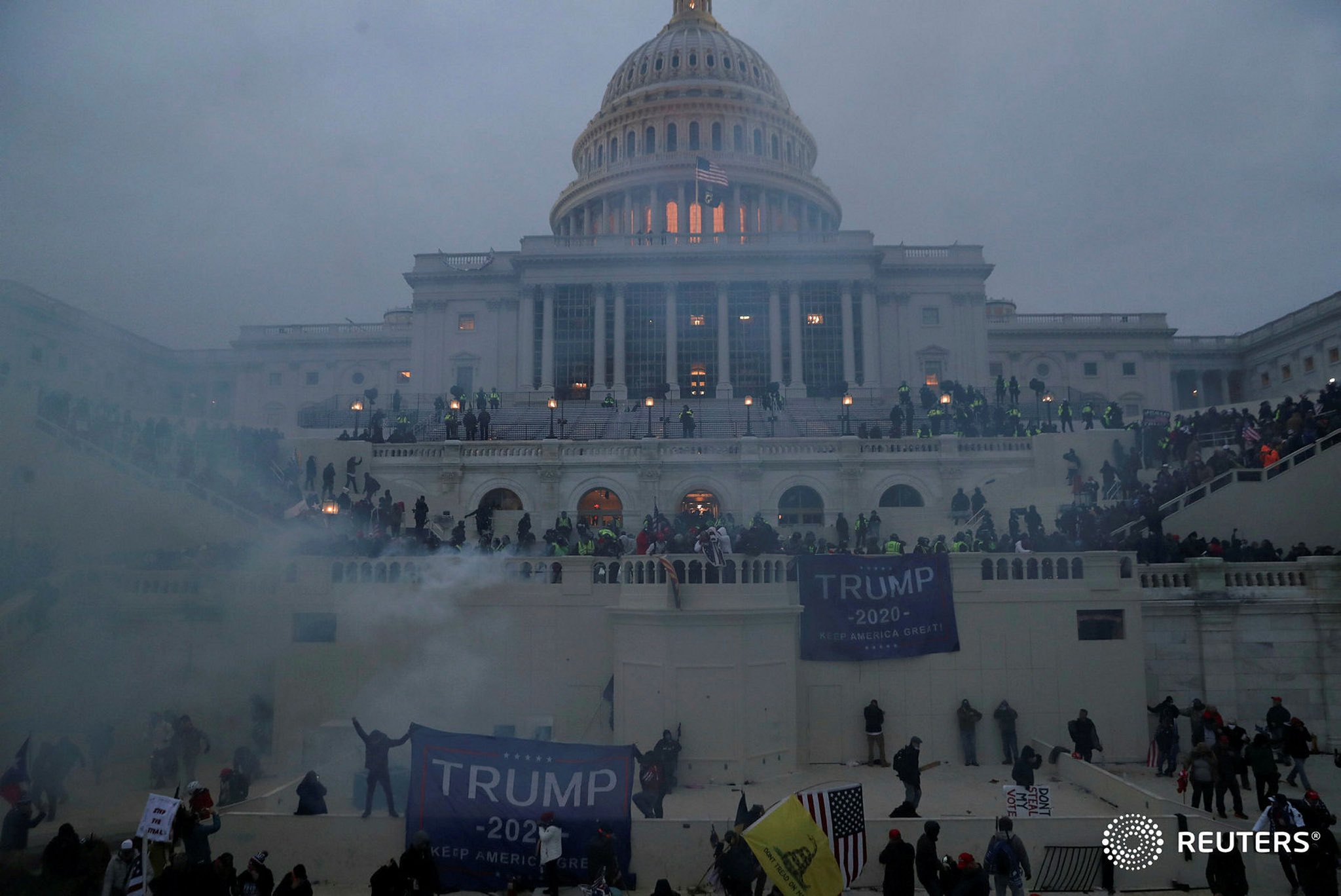 Comienza toque de queda en Washington D.C. tras protestas a favor de Trump en el Capitolio