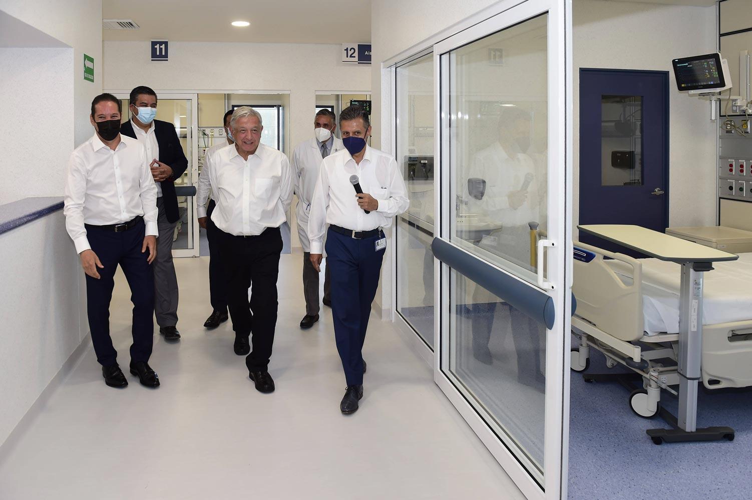 """Inaugura AMLO hospital General de Querétaro; """"servirá como centro educativo y garantizará la salud"""""""