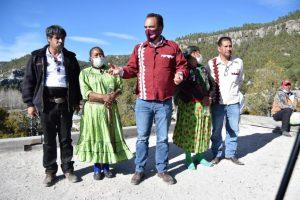Visita Loera la Sierra Tarahumara para conmemorar día internacional de la Lengua Materna