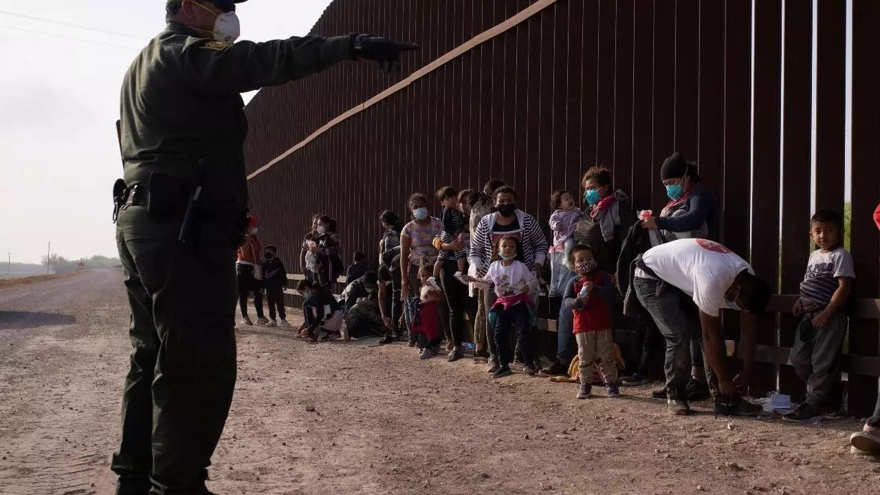 Arrestos de migrantes en frontera México-Estados Unidos en su mayor nivel en 20 años