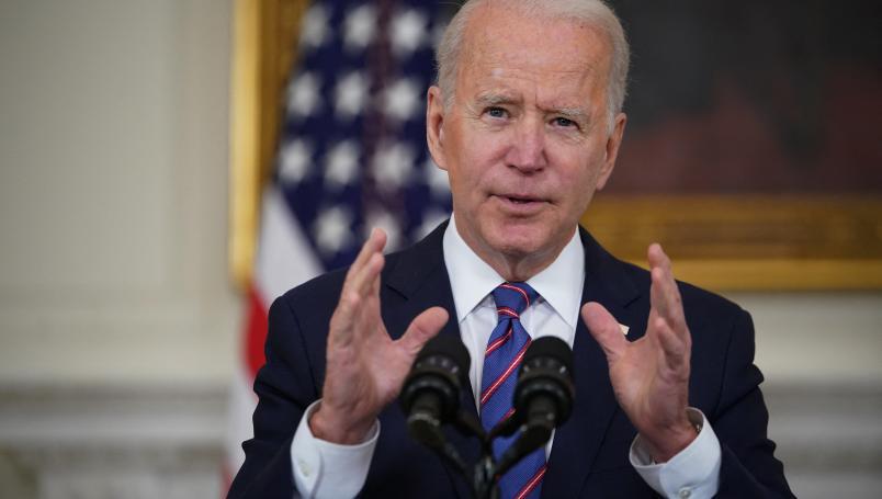 """Joe Biden dice que vacunarse es """"una obligación moral"""""""