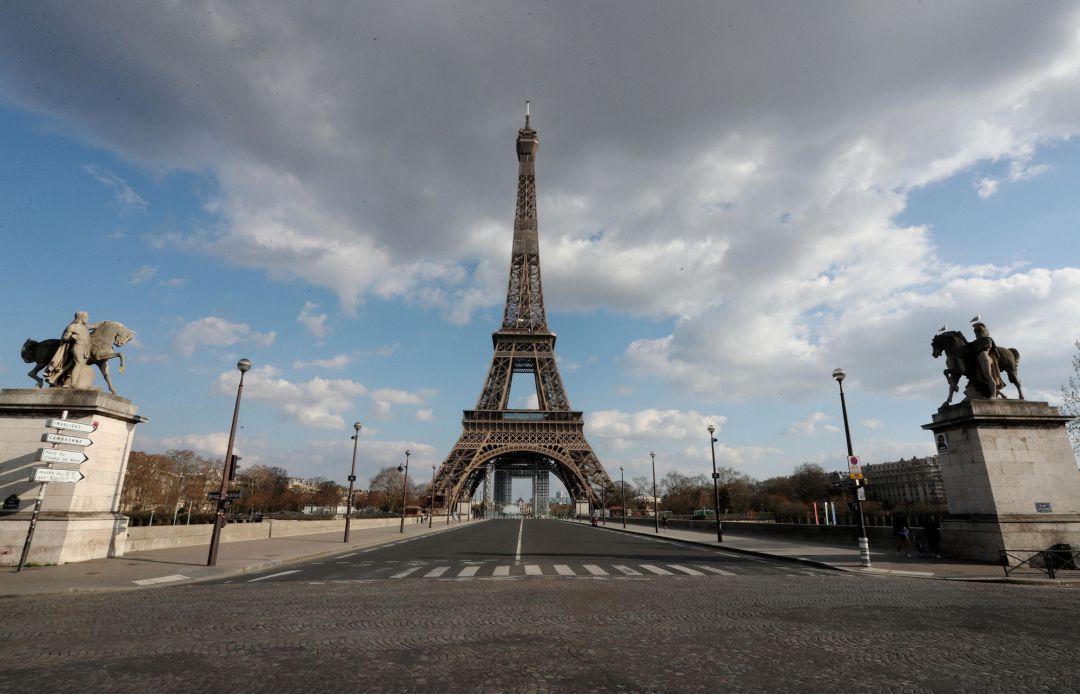 Ordena Macron semi confinamiento a toda Francia ante nueva ola de COVID19