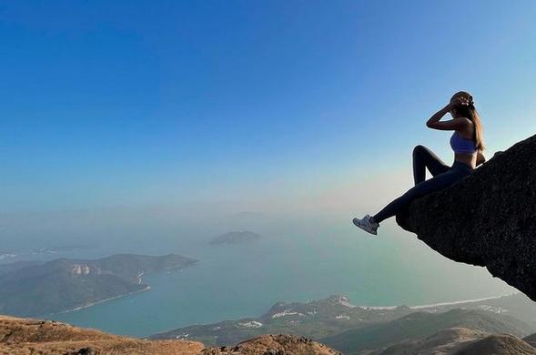 Por tomarse selfie muere influencer al caer en catarata